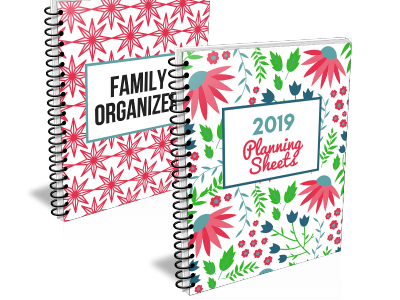 Organize your life with the 2019 Organizing Moms Planning Sheets and Family Organizer.
