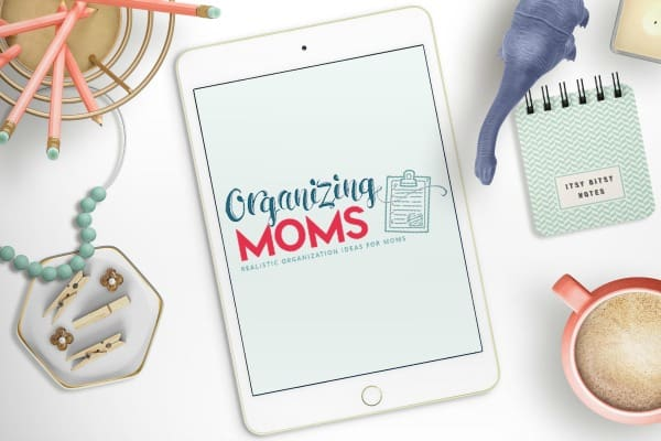 organizing moms on tablet