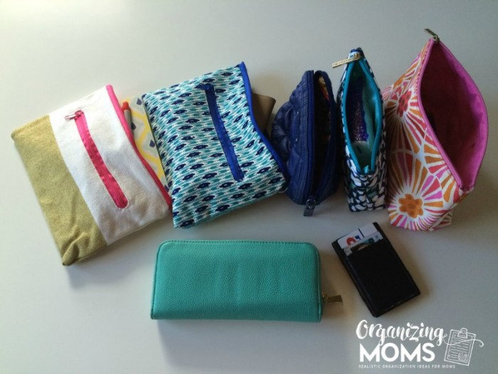 Purse organization for people who like to switch out bags. An easy way to stay organized and stop having to search for stuff in your purse. Purse organization with pouches!