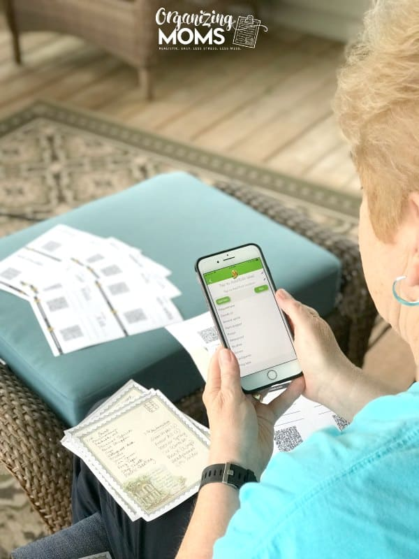 mom using pack and track labels on phone